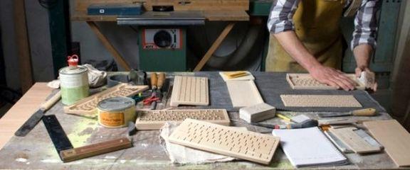 Besprovodnaya-derevyannaya-klaviatura